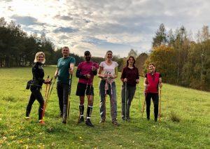 účastníci kurzu Nordic Walking