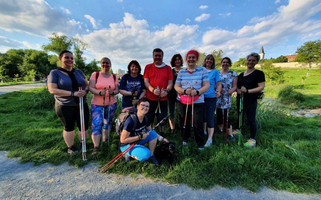 Z8verečné společné foto s účastníky jarního kurzu pro začátečníky se STOB. Lenka Křivánková